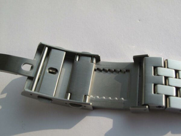 Bathsycaphe 100 Stainless Steel BOR bracelet with automatic ratcheting extension
